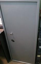 Продам витрины бу,  сейф,  противокражную систему