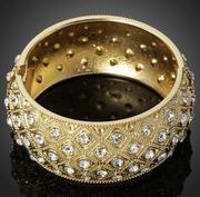 модная бижутерия с кристаллами
