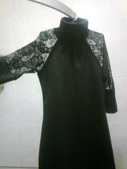 черное платье подчеркивающее фигуру