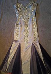 Серебрянно-синее вечернее платье с блестящими стразами и камнями