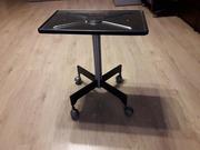 Продам б/у металлическую подставку на колесиках для телевизора