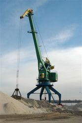 Кременчуцький річковий порт реалізує Пісок річковий та щебінь